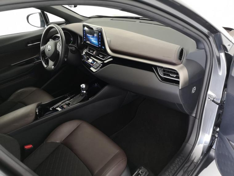 Toyota C-HR Hybrid 1.8 Hybrid E-CVT Lounge 2016 13