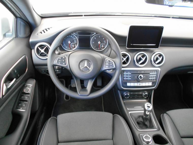 Mercedes-Benz Classe A A 180 d Business 2015 11